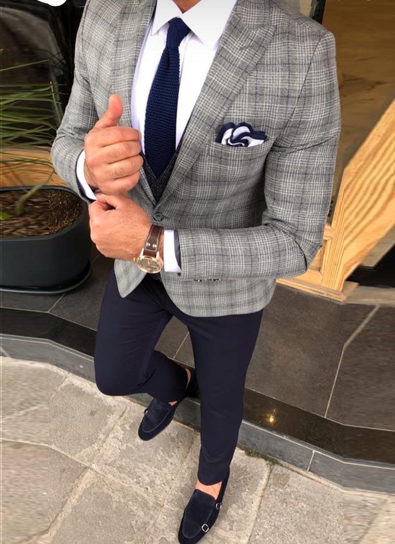 Мъжки втален светло сив костюм каре