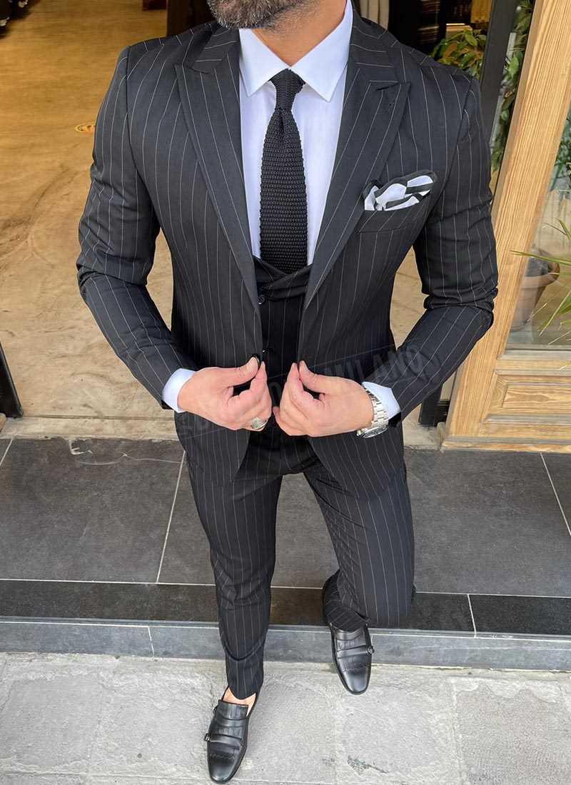 Мъжки втален раиран костюм в черно