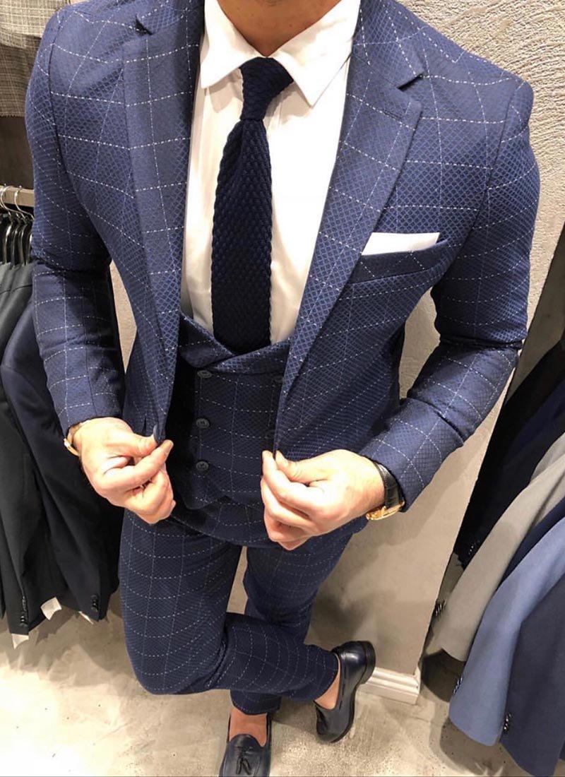 Мъжки втален тъмно син костюм каре