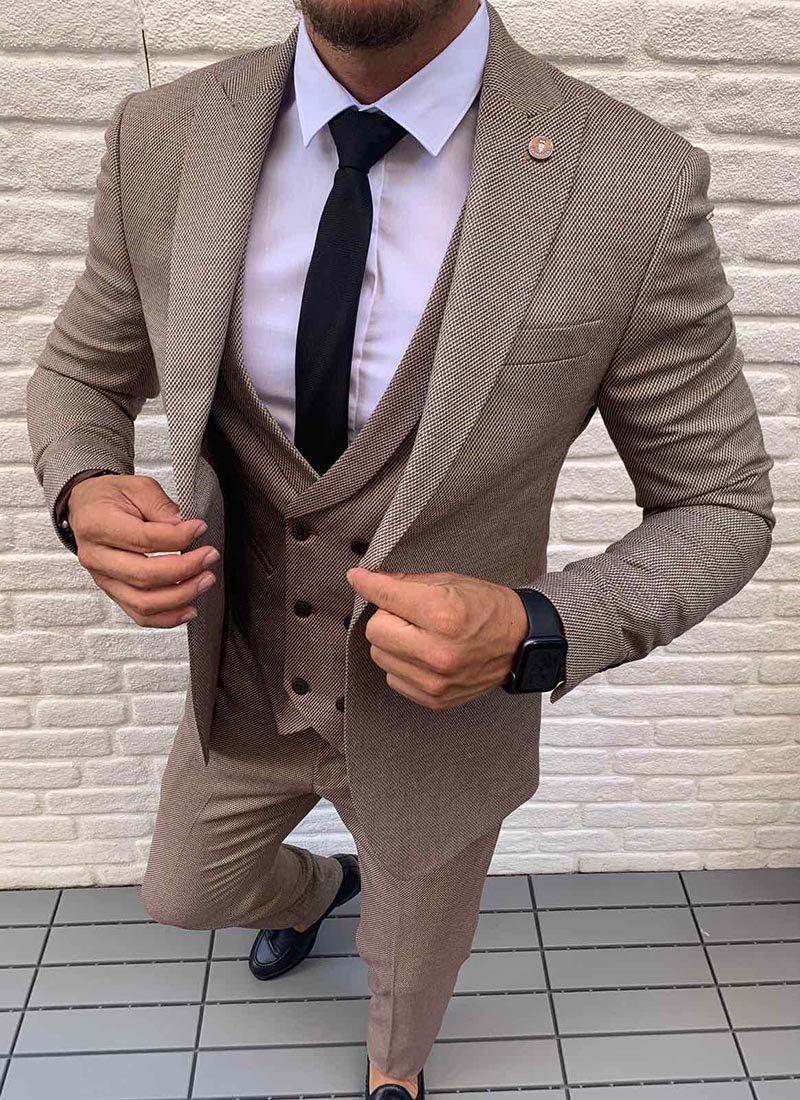 Мъжки втален костюм в кафяво