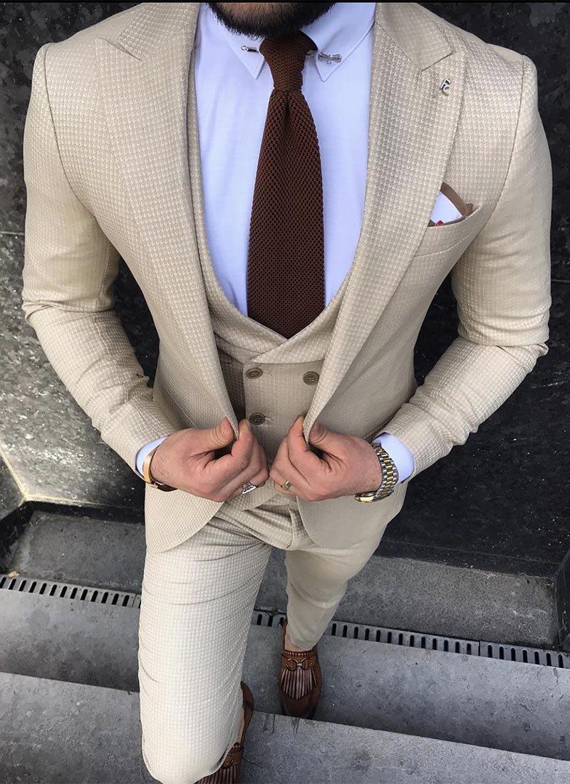 Мъжки втален костюм в бежов цвят 3561