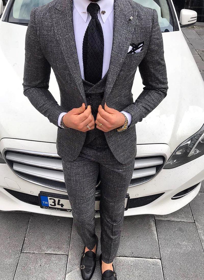 Мъжки костюм в тъмно сив цвят 3821-2