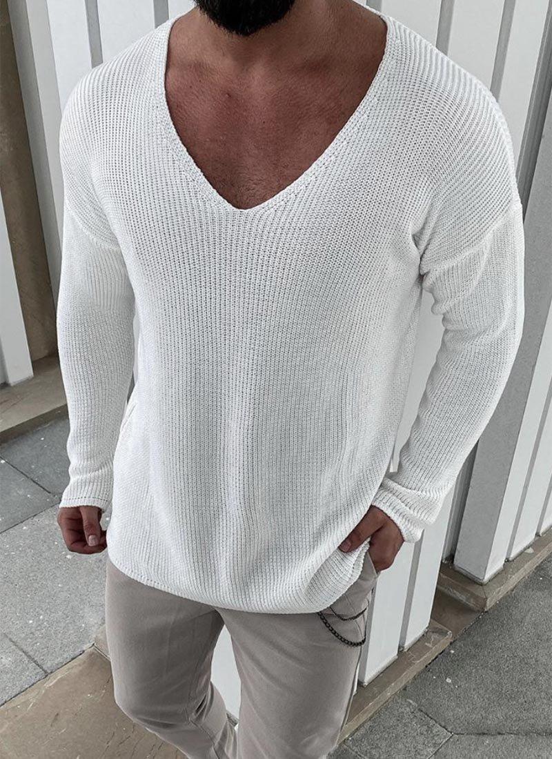 Мъжки пуловер в бял цвят изчистен