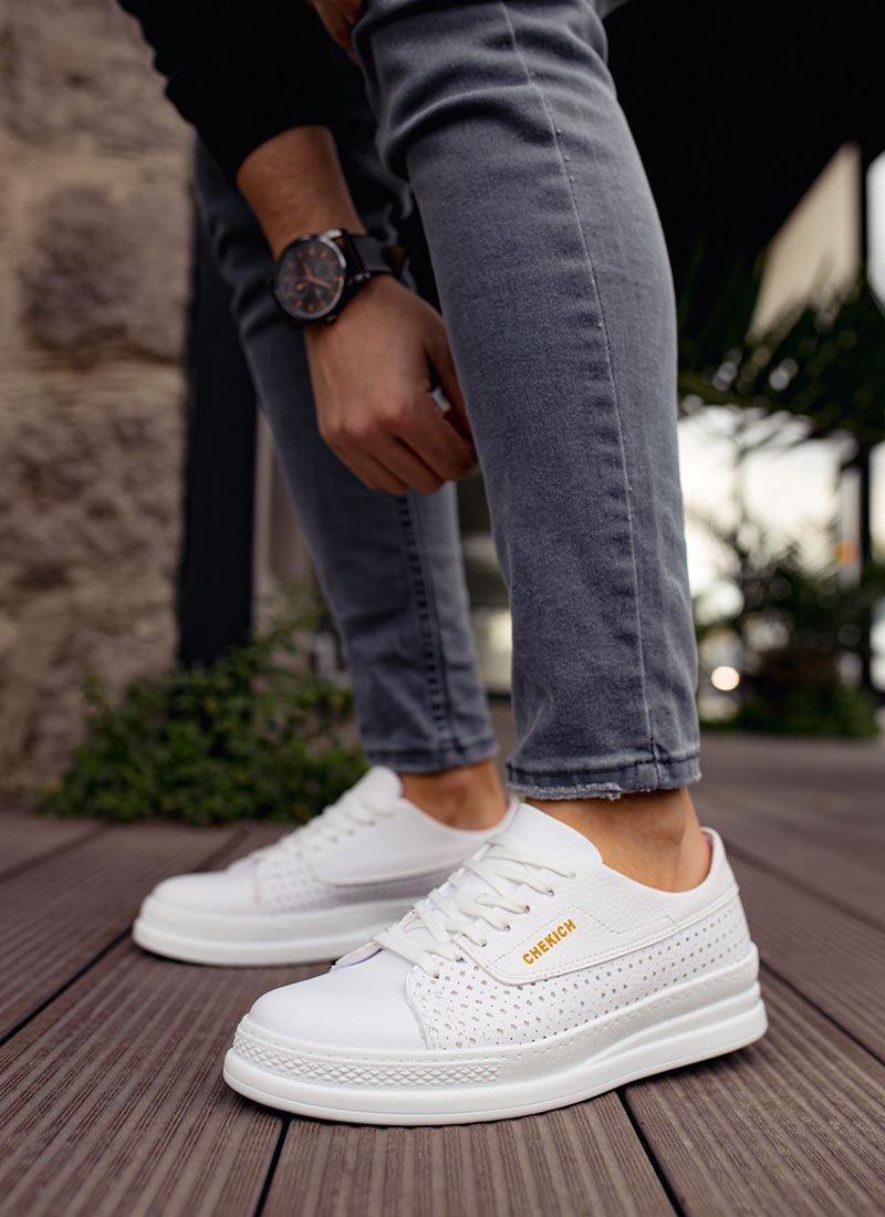Мъжки спортни обувки в бяло