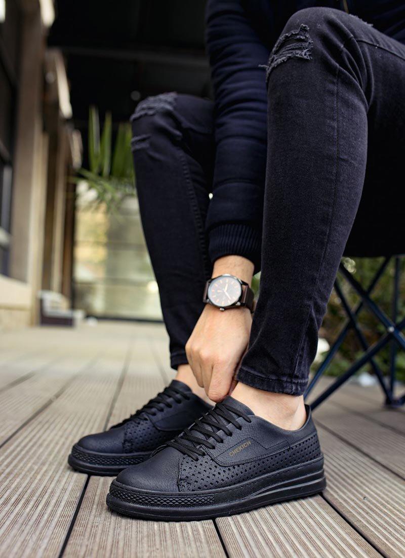 Мъжки спортни обувки черен цвят