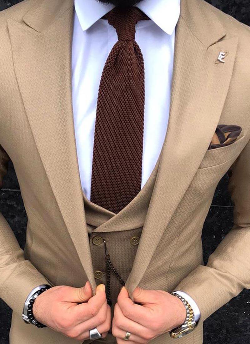 Елегантна вратовръзка в кафяво плетена