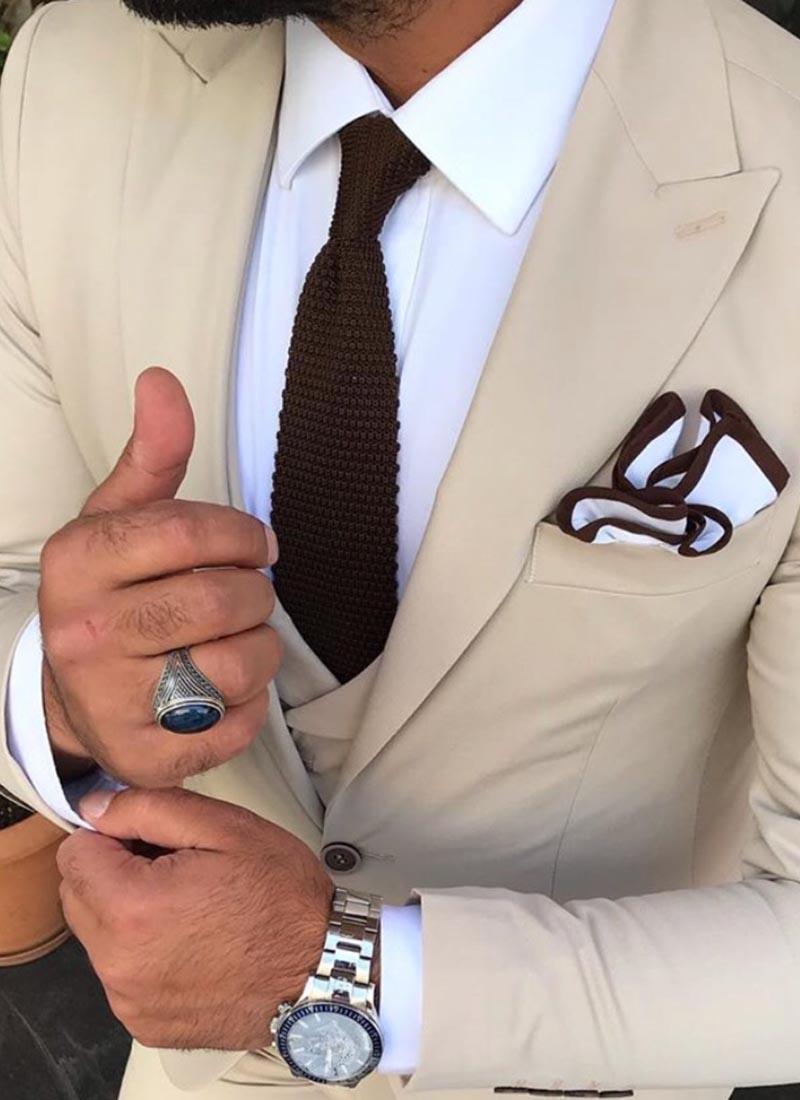 Елегантна вратовръзка тъмно кафява плетена
