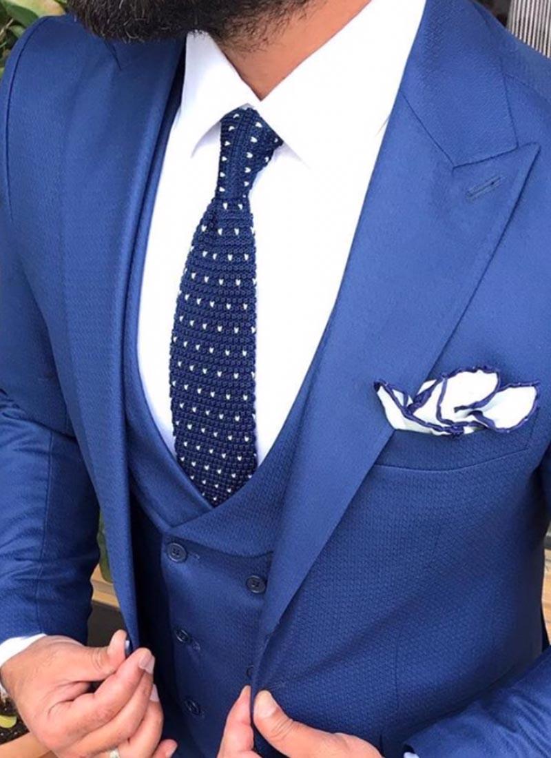 Елегантна вратовръзка тъмно синя плетена точки