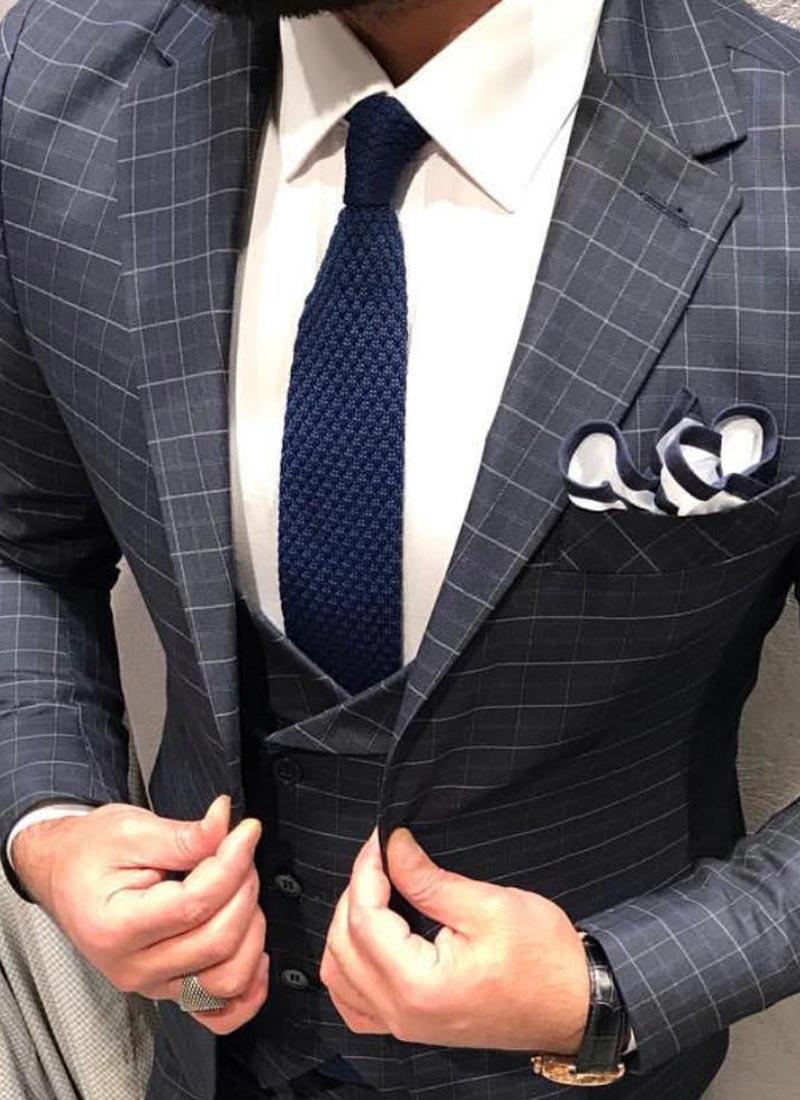 Елегантна вратовръзка тъмно синя плетена