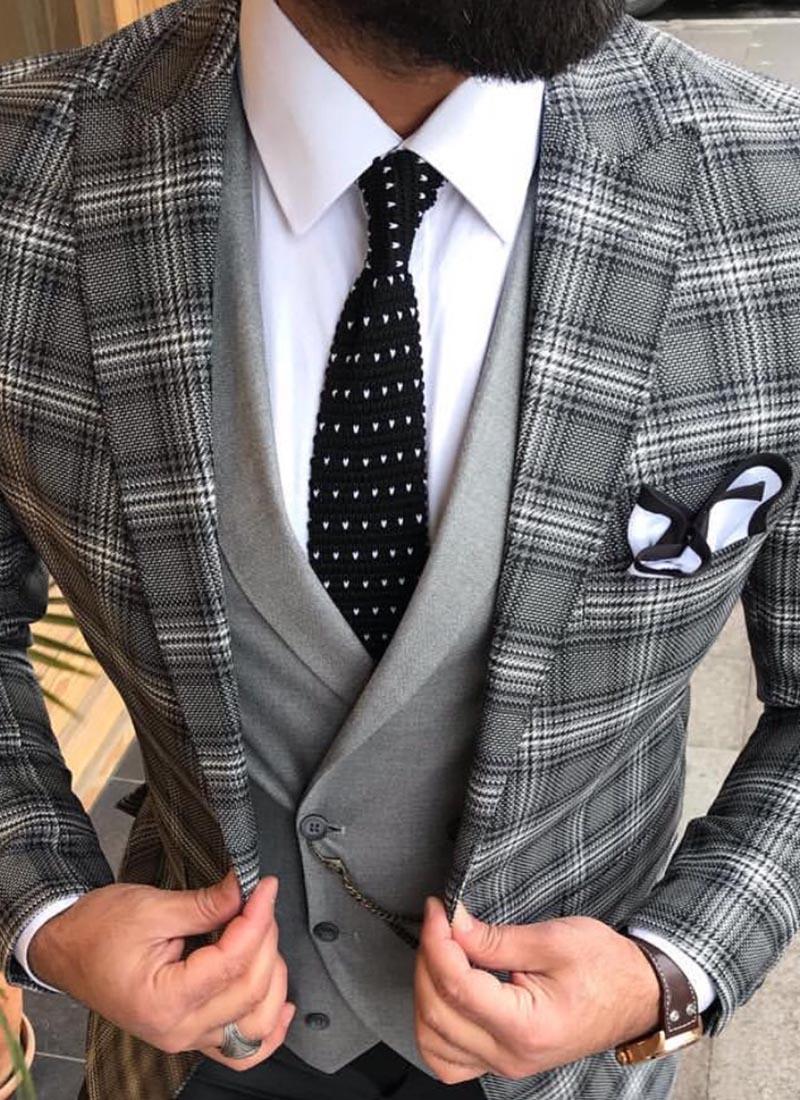 Елегантна вратовръзка черна плетена на точки