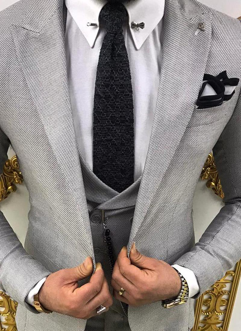 Елегантна вратовръзка черен цвят плетена