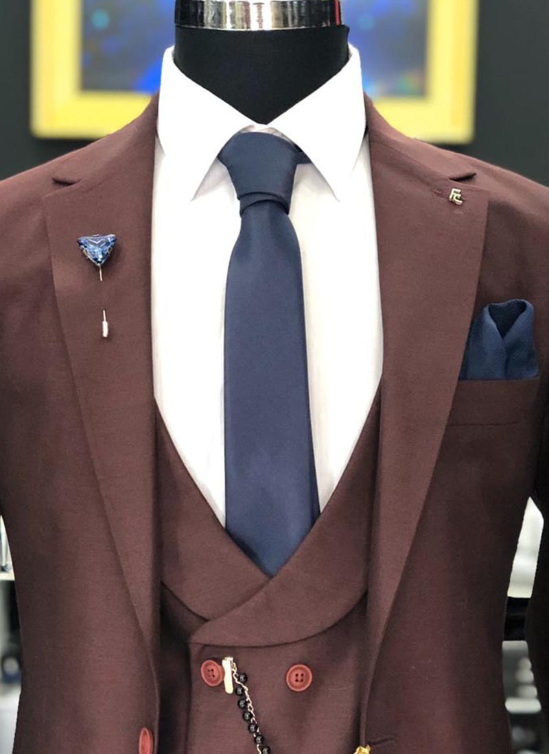 Елегантна вратовръзка в тъмно син цвят