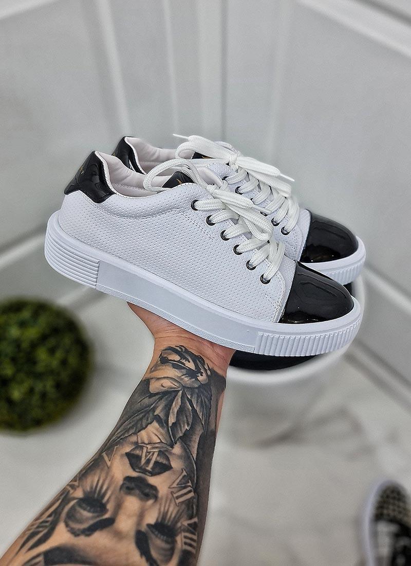 Мъжки бели обувки с черен лак