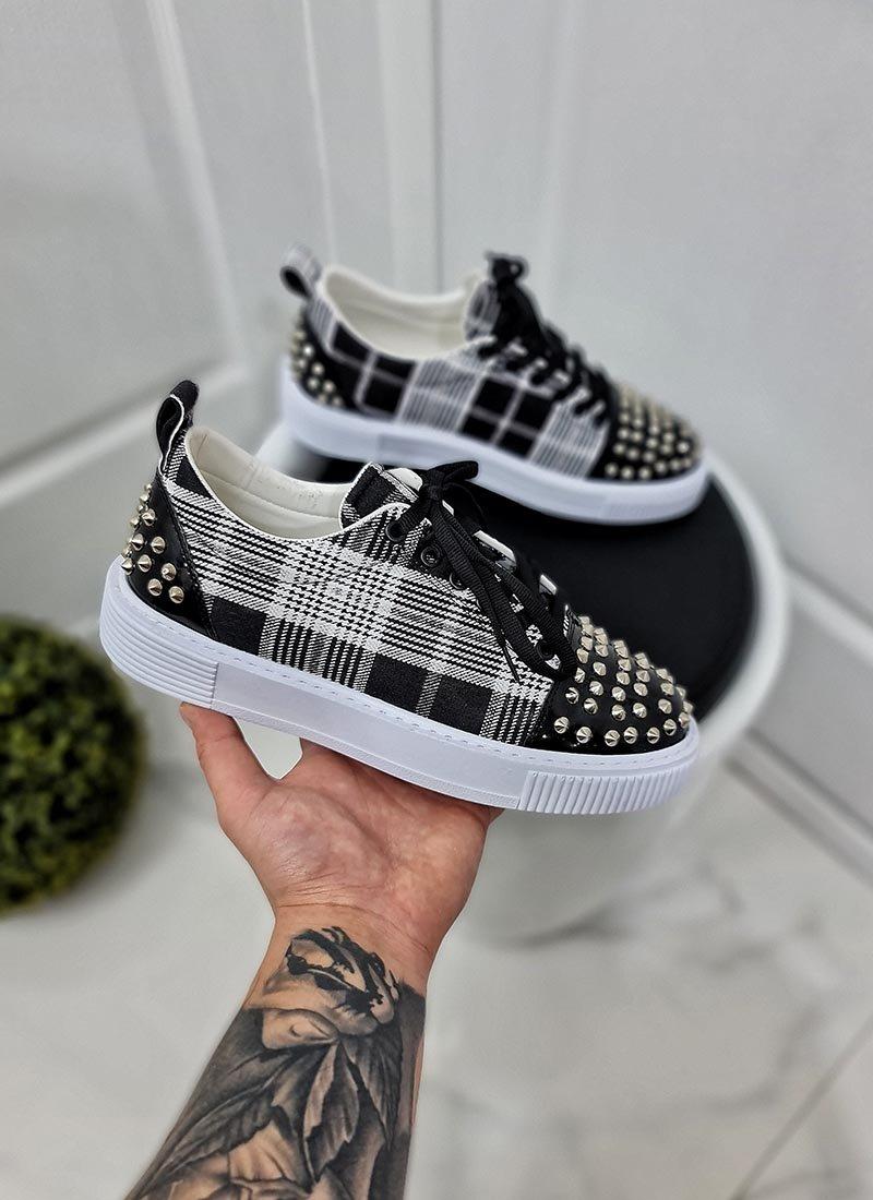 Мъжки обувки черно-бяло каре с шипове