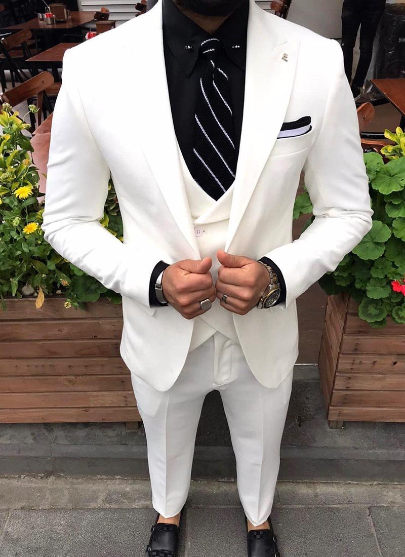 Мъжки втален костюм в бяло изчистен