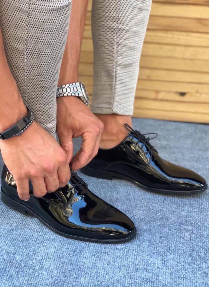 Мъжки лачени черни обувки с връзки